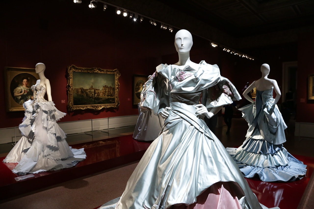Künstlerische Kleider – Individuelle Mode