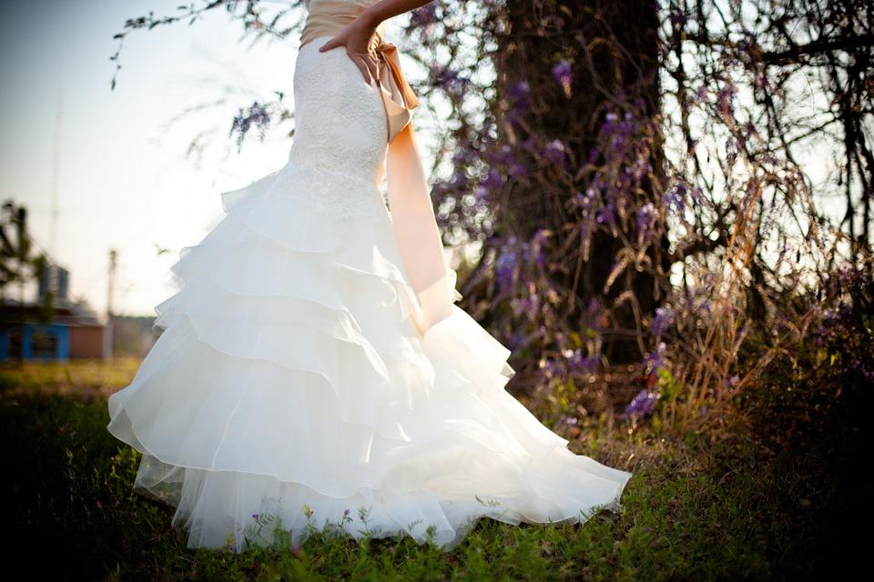 Traum in Weiß – Hochzeitskleider richtig stylen